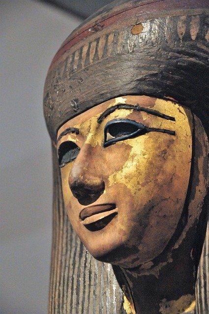 貝澤徹のwikiプロフ!大英博物館へ出展した作品やマキリで作る木彫り熊が凄い!