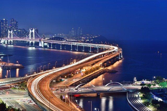 橋本稜(スクールゾーン)のプロフや経歴!韓国に詳しい理由は母親の影響?